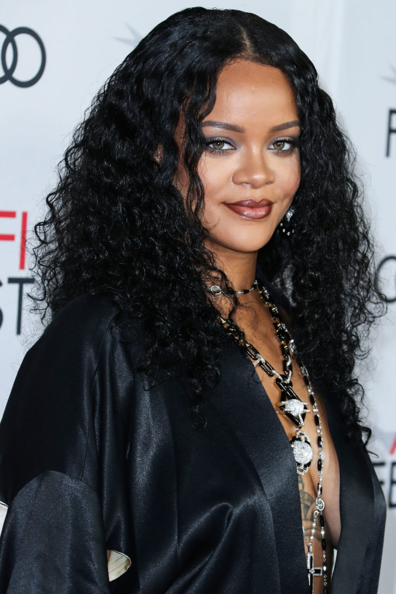 Η Rihanna ανέβασε την πρώτη no makeup selfie της χρονιάς (και μάλλον κάτι ετοιμάζει)! | tlife.gr
