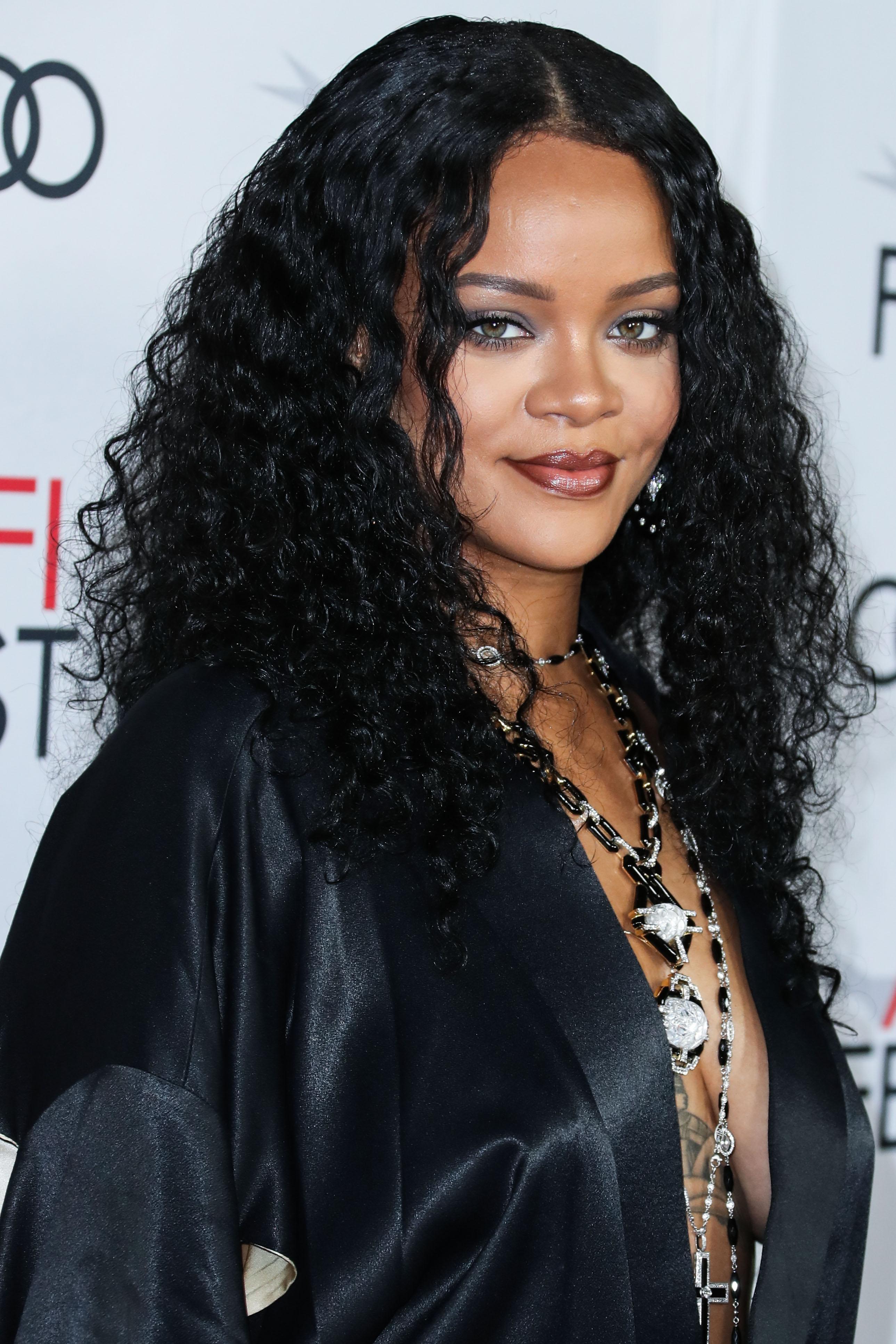 Η Rihanna ανέβασε την πρώτη no makeup selfie της χρονιάς (και μάλλον κάτι ετοιμάζει)!