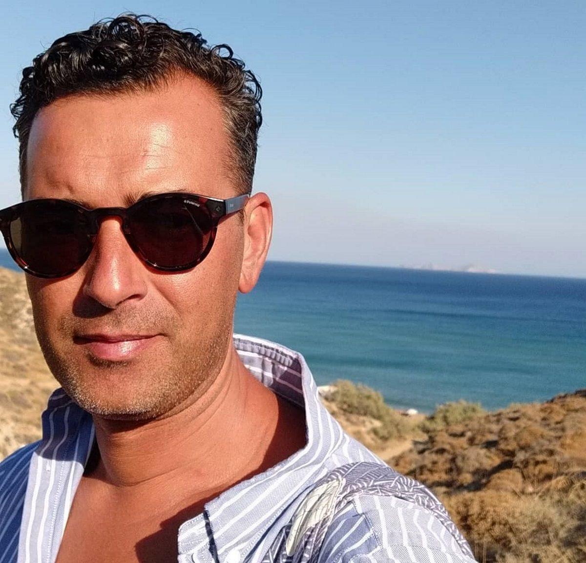 Άγγελος Μπράτης: Συγκινεί η φωτογραφία του, με δυο ανθρώπους της μόδας που έφυγαν | tlife.gr