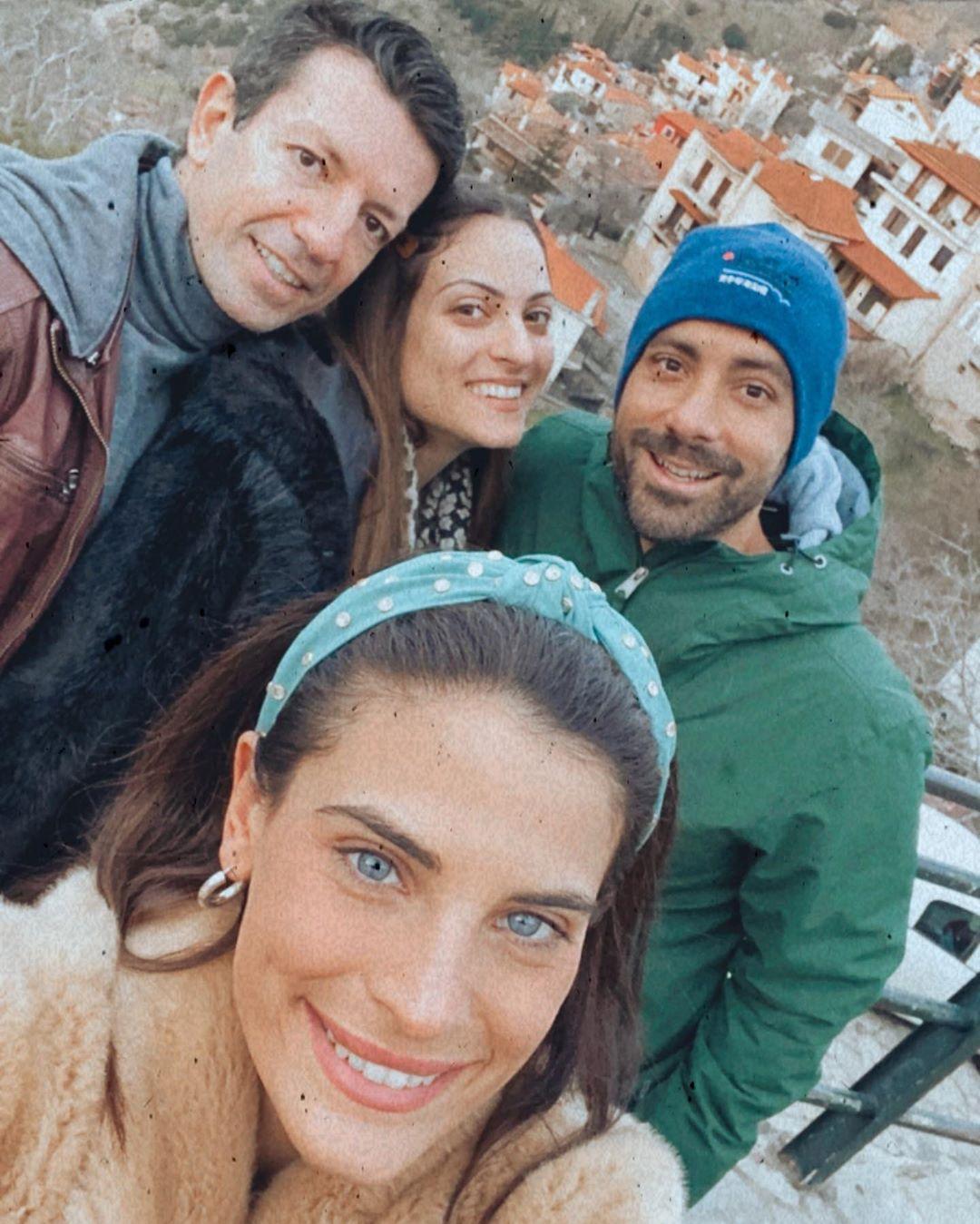 Χριστίνα Μπόμπα - Σάκης Τανιμανίδης: Χειμερινή απόδραση στην Αράχοβα μαζί με φίλους! [pics,video]