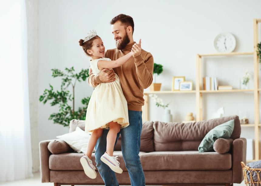 Γιατί η κόρη μου έχει τρελή αδυναμία στον μπαμπά της;