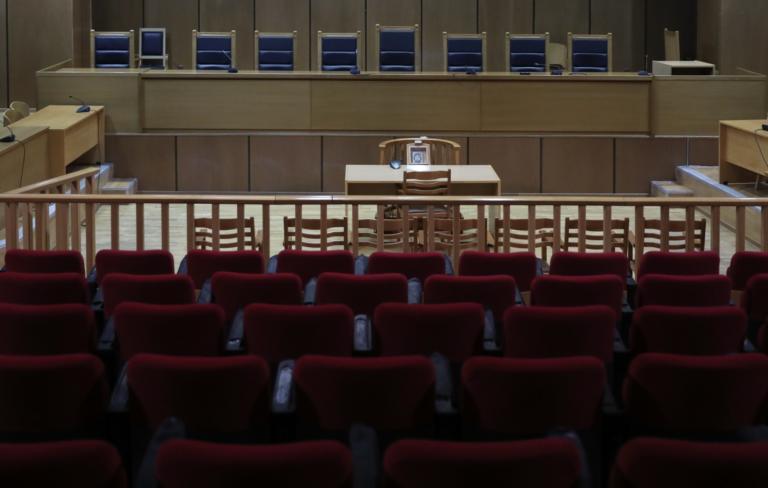 Δίκη Καρκά: Ερωτικά βοηθήματα και ένταση με υβριστικές φράσεις | tlife.gr