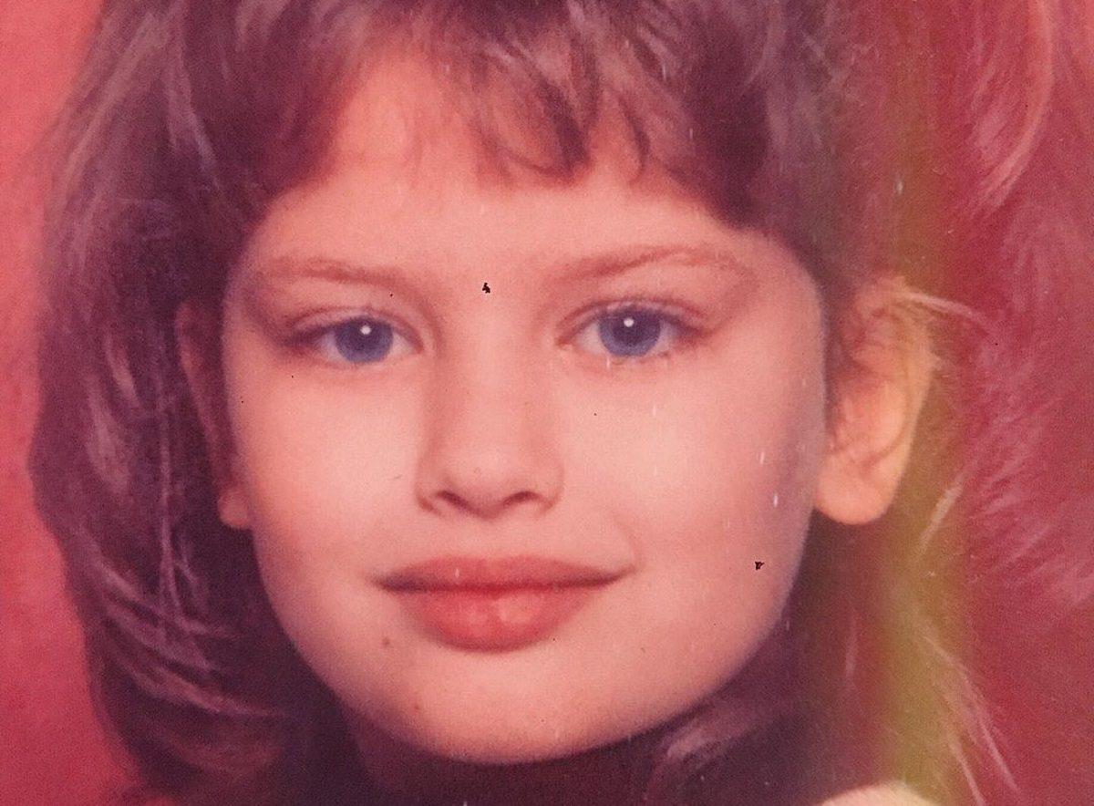 Αναγνωρίζεις το γλυκό κορίτσι της φωτογραφίας; Είναι γνωστή Ελληνίδα ηθοποιός! | tlife.gr