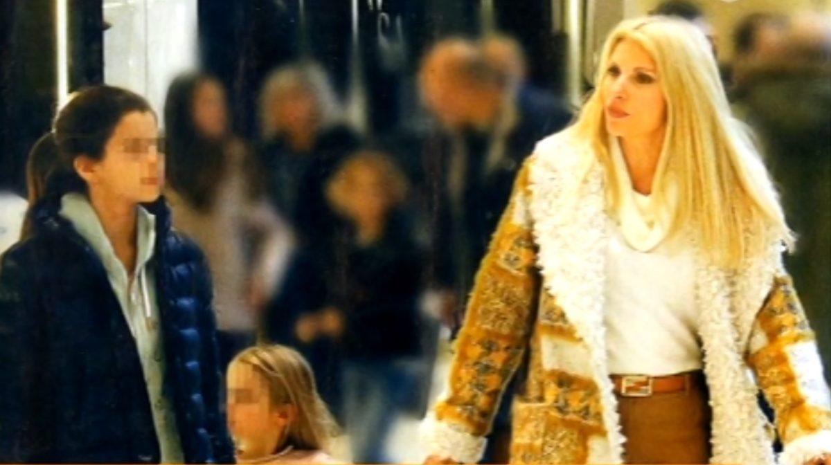 Ελένη Μενεγάκη: Για αγορές στο Μαρούσι με τις κόρες της, Βαλέρια και Μαρίνα! | tlife.gr