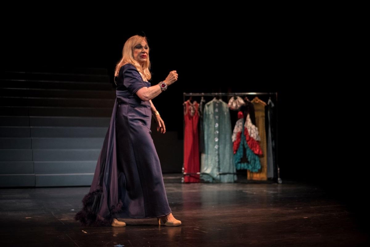 Αυτή είναι η αντικαταστάτρια της Άννας Φόνσου στο θέατρο, ύστερα από την περιπέτεια με την υγεία της!