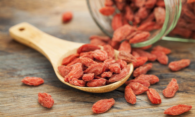 Γκότζι μπέρι (goji berries): Οφέλη και… παρενέργειες που πρέπει να γνωρίζεις | tlife.gr