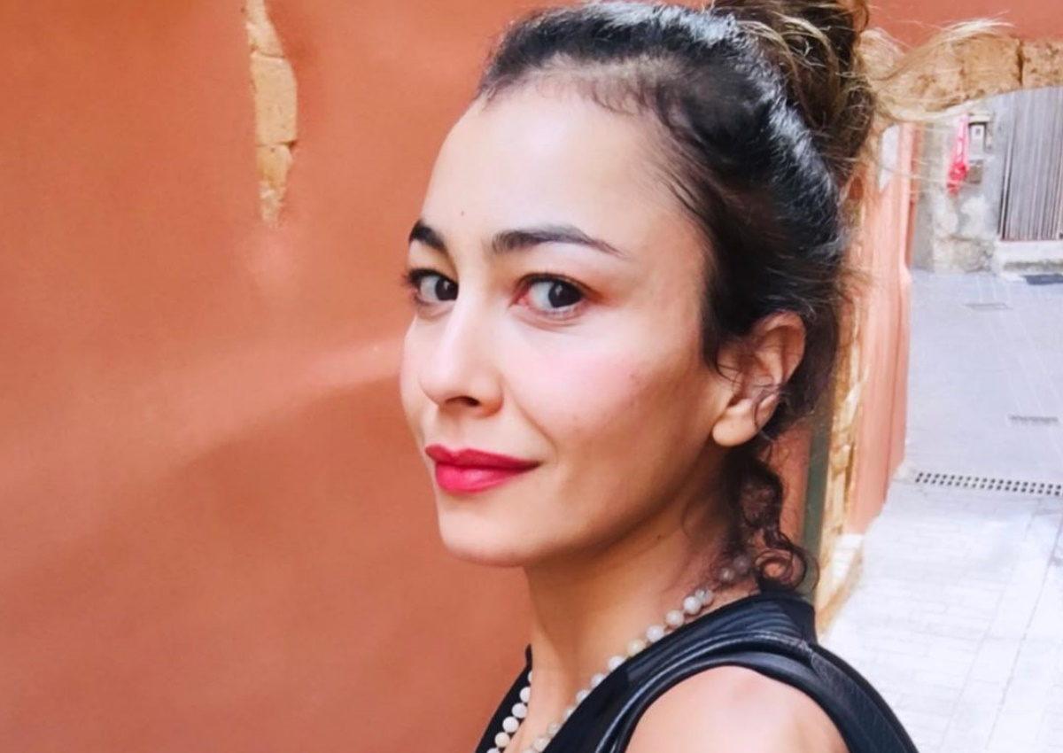 Βαρβάρα Λάρμου: Η Σμαράγδα από τις 8 λέξεις ποζάρει με sport look στο κέντρο της Αθήνας! | tlife.gr