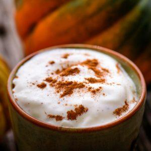 Ζεστό Pumpkin Latte με μπαχαρικά