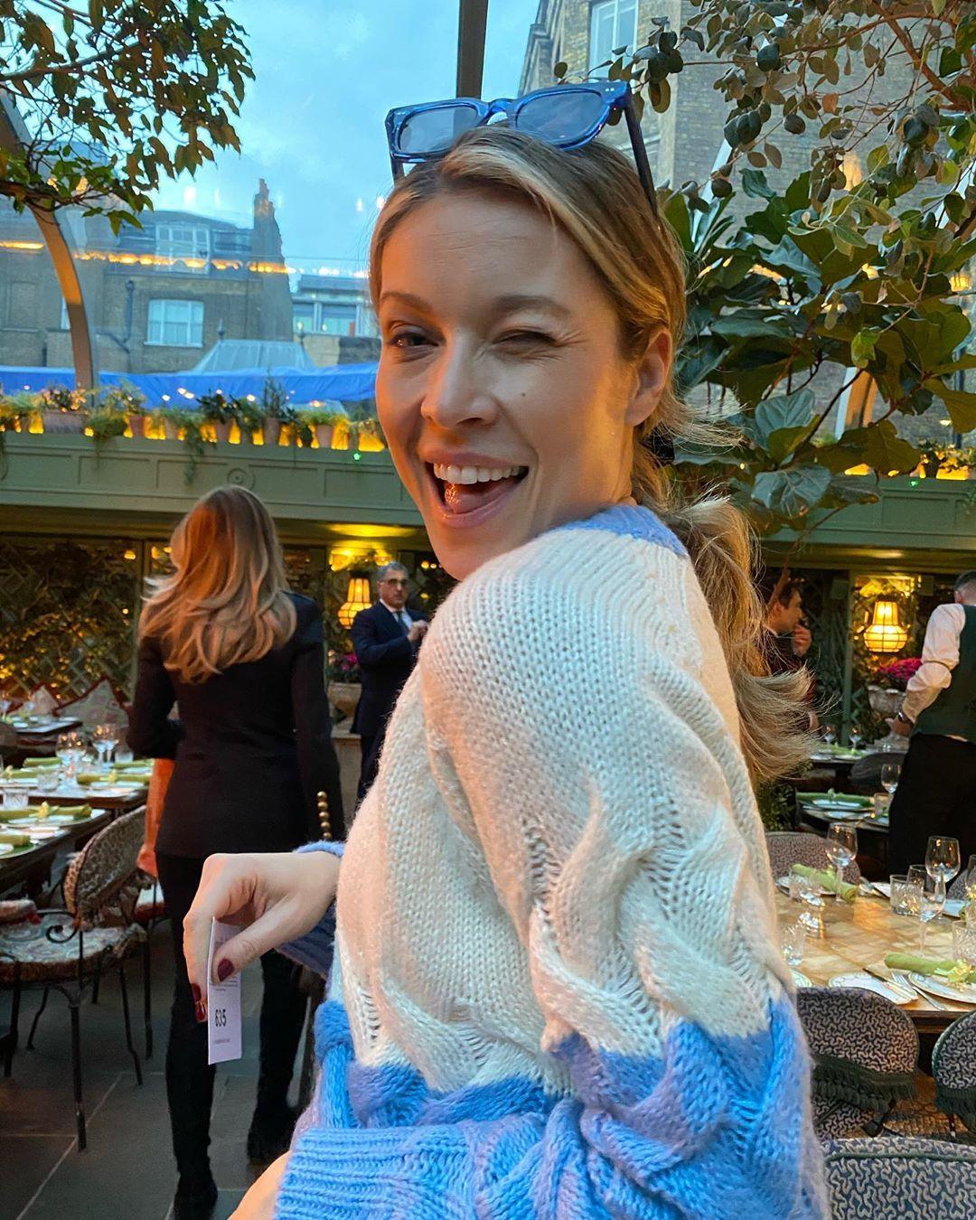 Mαριέττα Χρουσαλά: Με glam look στο Λονδίνο για το show της Celia Kritharioti! Φωτογραφίες