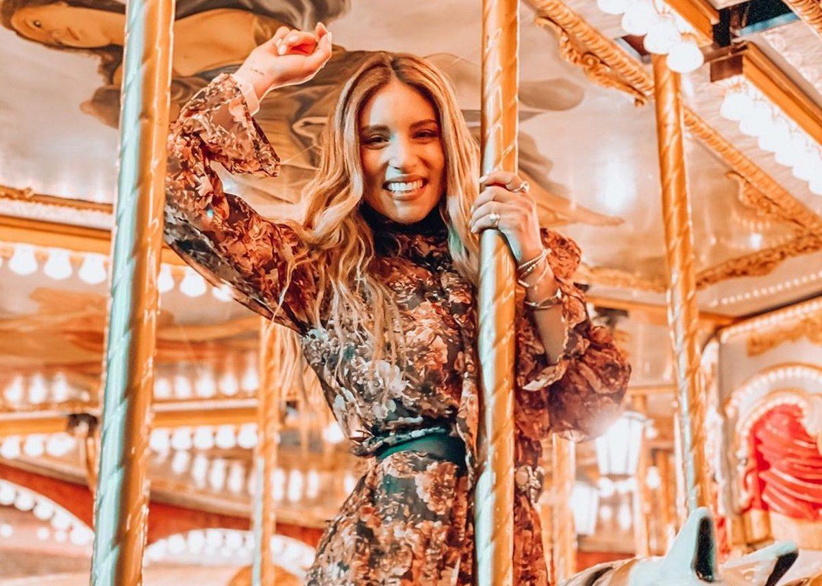 Αθηνά Οικονομάκου: Ποζάρει μόνο με το μπουρνούζι της και φόντο τη Νέα Υόρκη! | tlife.gr