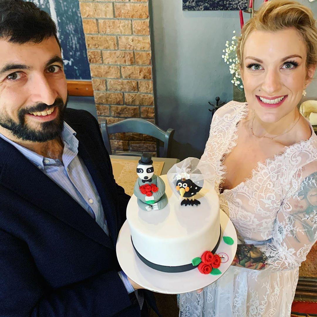 Ολίβια Γαβρίλη: Η γαμήλια τούρτα της αποκαλύπτει την ιστορία αγάπης με τον σύζυγό της! Φωτογραφίες | tlife.gr