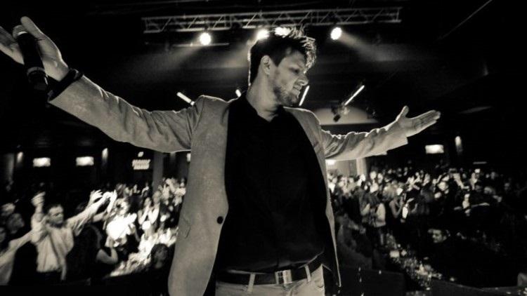 Πάνος Κιάμος: Συναυλία του στην Αμερική έγραψε ιστορία! | tlife.gr