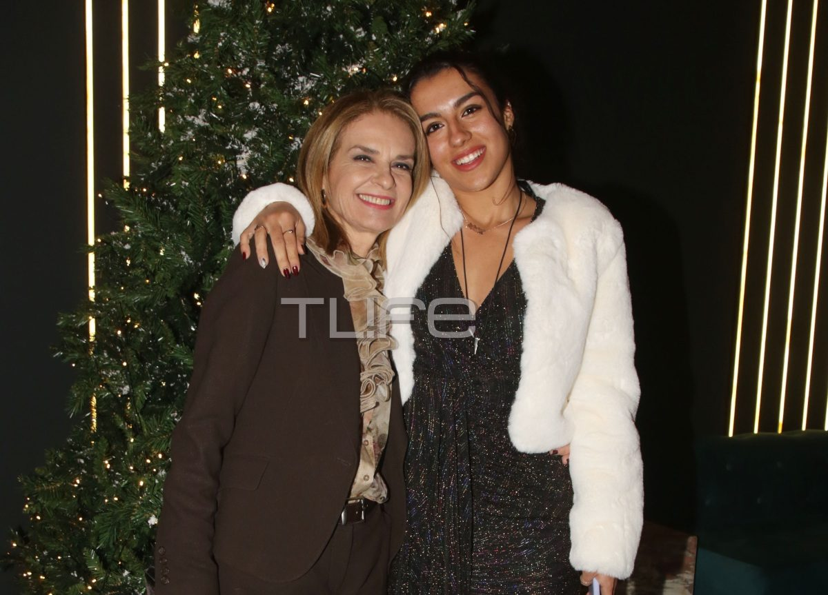Πέγκυ Σταθακοπούλου: Βραδιά διασκέδασης με την κούκλα κόρη της! Φωτογραφίες | tlife.gr