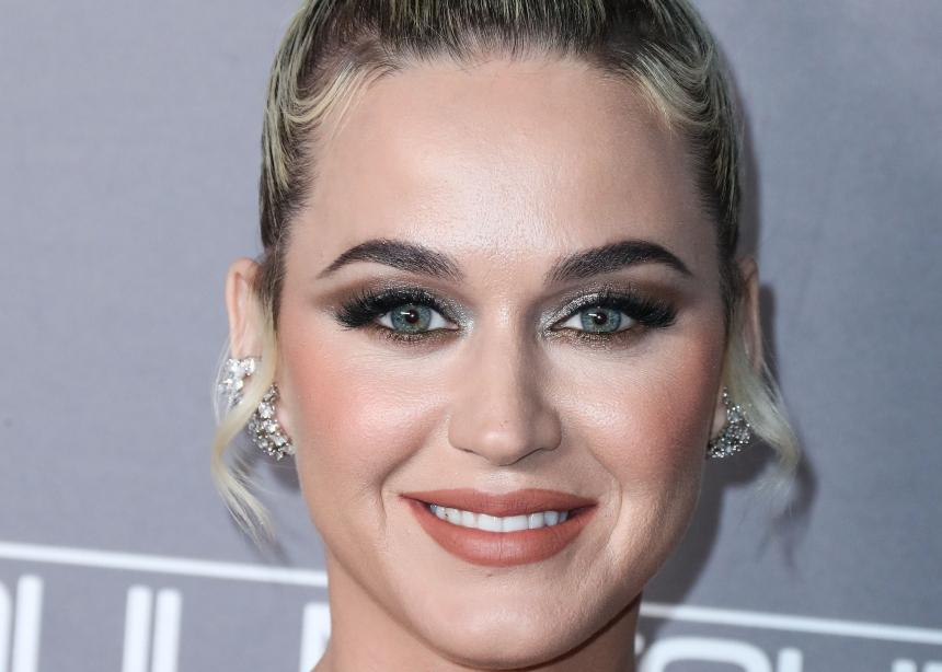 Η Katy Perry με δημιουργία Celia Kritharioti στο λαμπερό γάμο στο St. Moritz! | tlife.gr