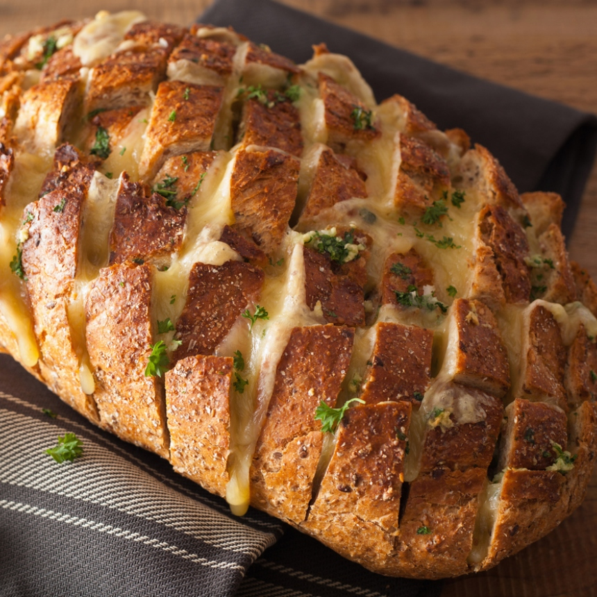 Σούπα πατάτας μέσα σε γεμιστό ψωμί