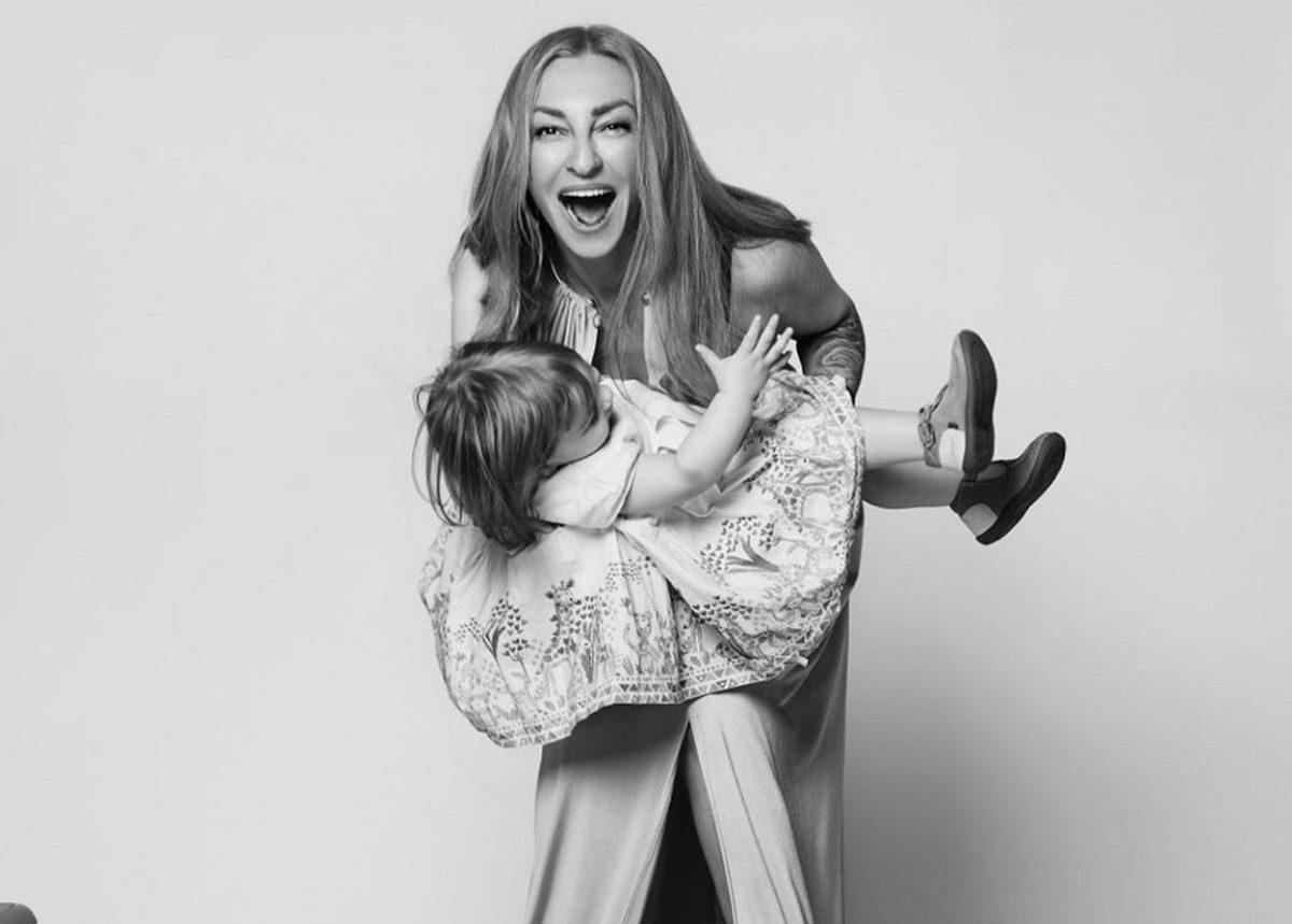 Ρούλα Ρέβη: Είναι μια περήφανη μαμά! Μας δείχνει τις καλλιτεχνίες των παιδιών της [pics] | tlife.gr