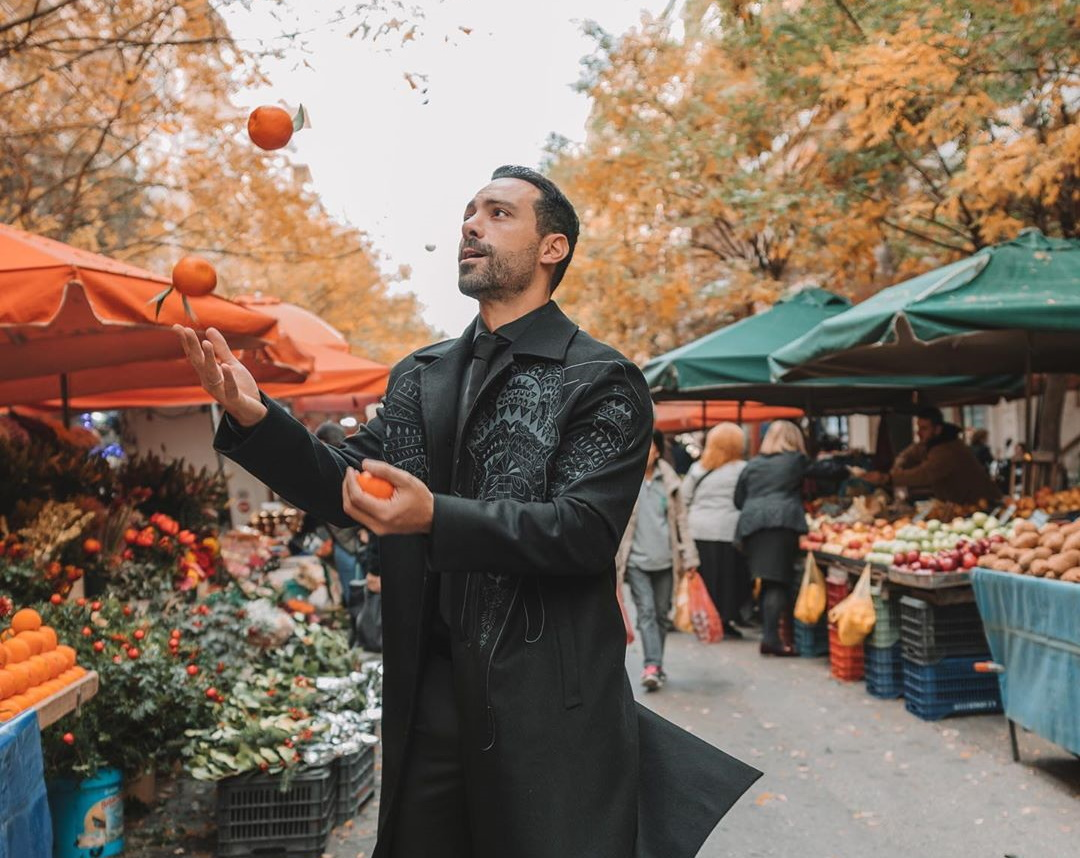 Σάκης Τανιμανίδης: Είναι ένας μοναδικός, ταλαντούχος ζογκλέρ! ΒΙΝΤΕΟ   tlife.gr