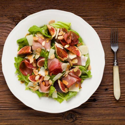 Ζεστή σαλάτα με κάστανο και προσούτο | tlife.gr
