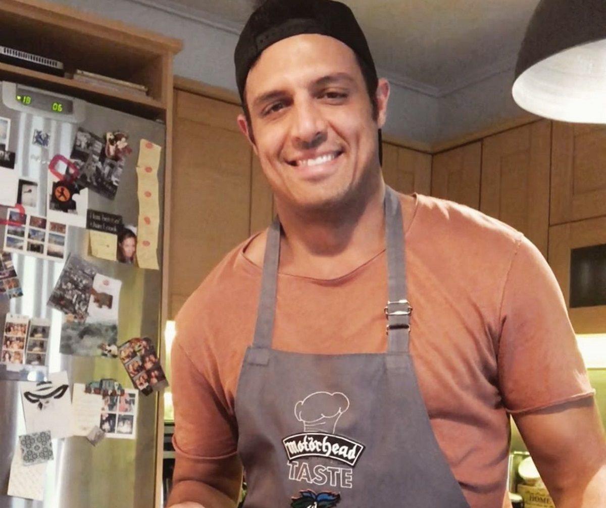 Σάββας Πούμπουρας: Δες καρέ καρέ πώς έφτιαξε σπιτική κέτσαπ… επειδή βαριόταν να πάει να αγοράσει! Video | tlife.gr