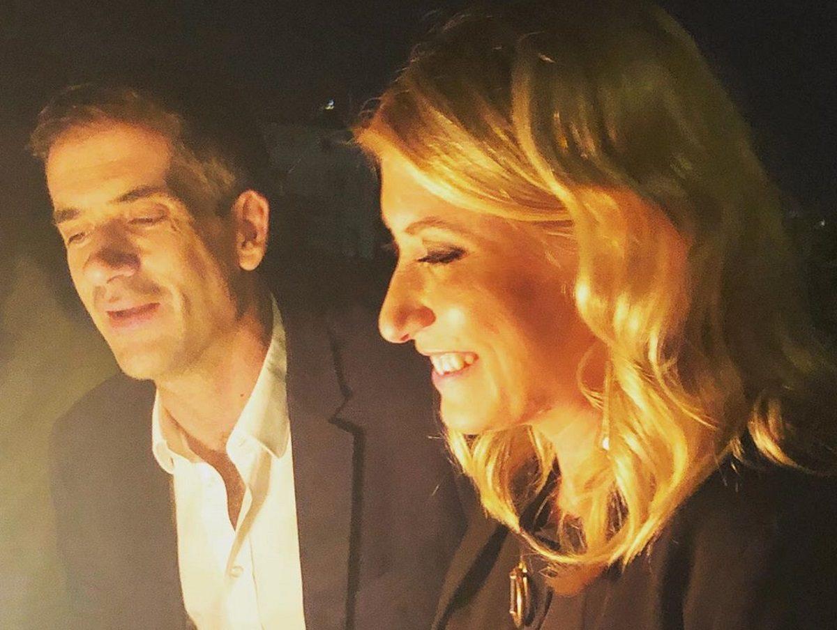 Σία Κοσιώνη – Κώστας Μπακογιάννης: Υποδέχτηκαν αγκαλιά το 2020 στο κέντρο της Αθήνας! [pics] | tlife.gr