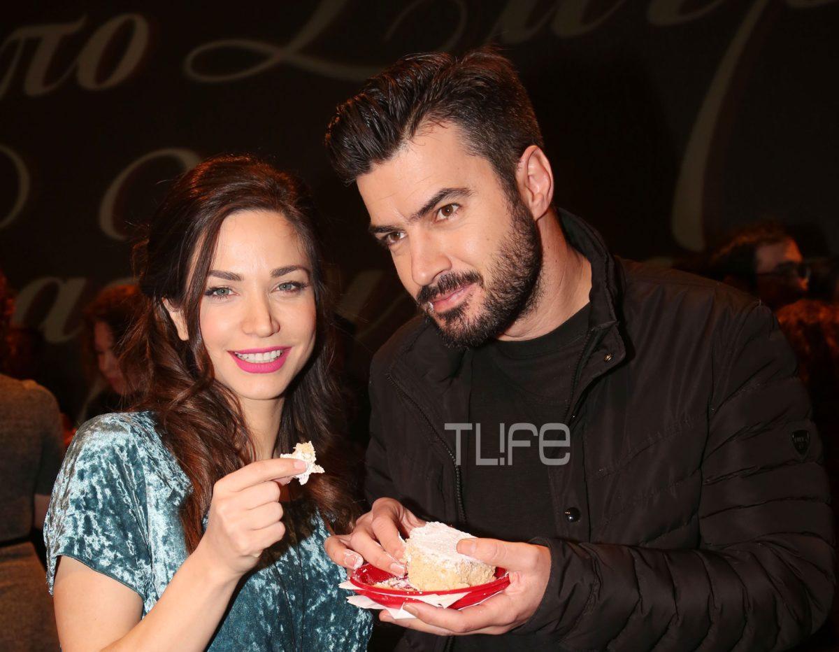 Κατερίνα Γερονικολού: Ποζάρει με τον Γιάννη Τσιμιτσέλη στην κοπή της πίτας του θεάτρου! [pics] | tlife.gr