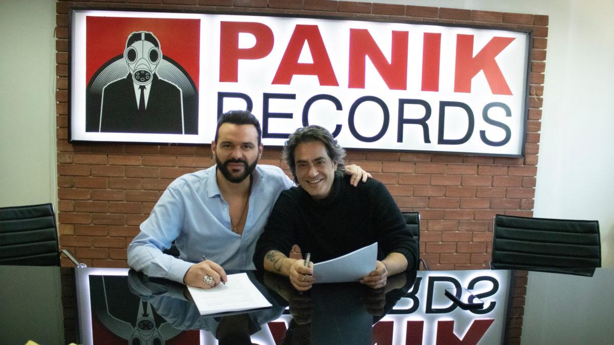 Ο Διονύσης Σχοινάς στην οικογένεια της Panik Records! [pics] | tlife.gr
