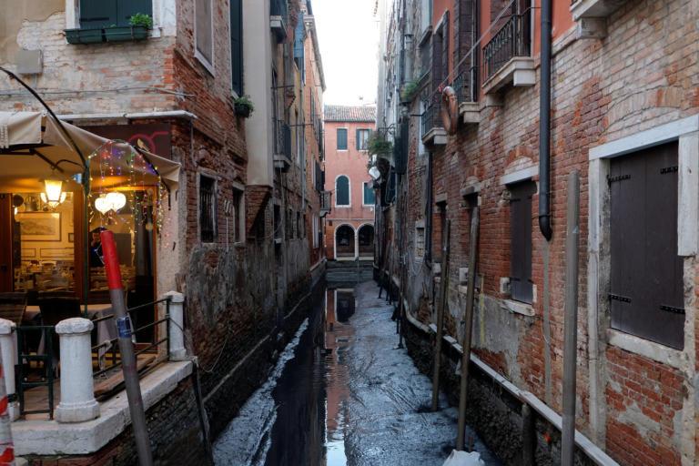 «Βουλιάζει» στις λάσπες η Βενετία! Από τις πλημμύρες στην απόλυτη ξηρασία