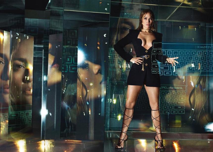 H Jennifer Lopez πρωταγωνιστεί στην futurustic campaign του οίκου Versace!