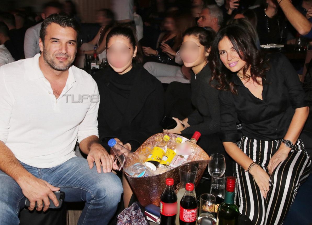 Αντώνης Βλοντάκης – Κορίνα Στεργιάδου: Σπάνια βραδινή έξοδος μαζί με τις κόρες τους [pics] | tlife.gr