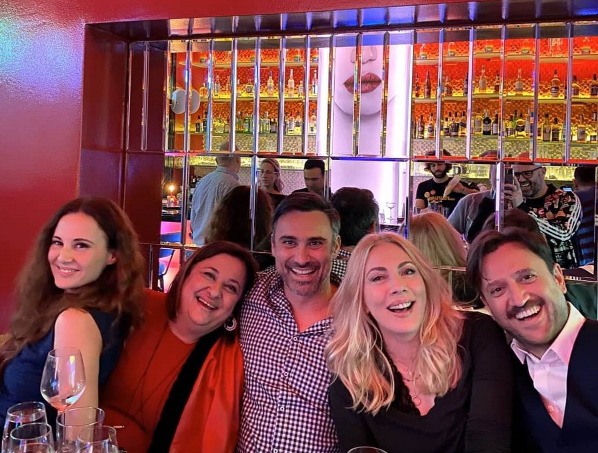 Reunion για τους πρωταγωνιστές του «Παρά πέντε» 13 χρόνια μετά το τέλος της σειράς! [pics] | tlife.gr