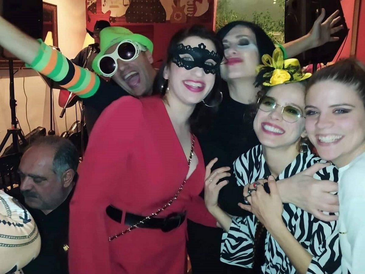 Οι πρωταγωνιστές από τις «Άγριες Μέλισσες» έκαναν αποκριάτικο πάρτι! [pics]   tlife.gr