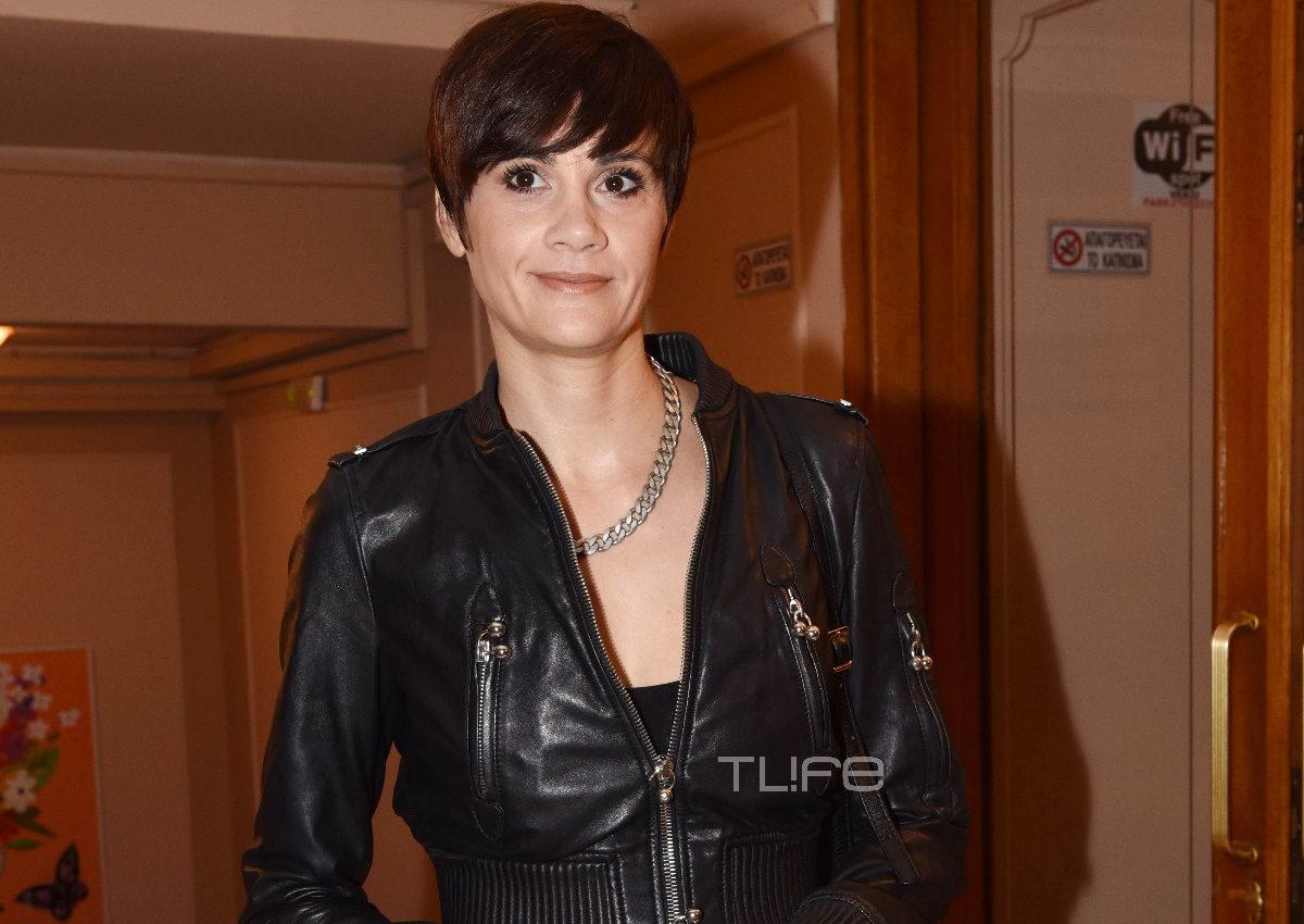 Άννα Μαρία Παπαχαραλάμπους: Βραδινή έξοδος στο θέατρο με chic look και νέο κούρεμα! Φωτογραφίες | tlife.gr