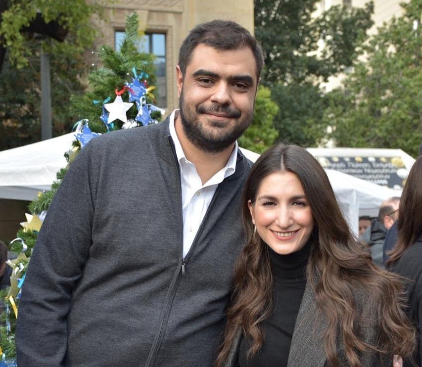 Παύλος Μαρινάκης: Ο πρόεδρος της ΟΝΝΕΔ δηλώνει ερωτευμένος – Ο γάμος του με τη γοητευτική δικηγόρο! | tlife.gr