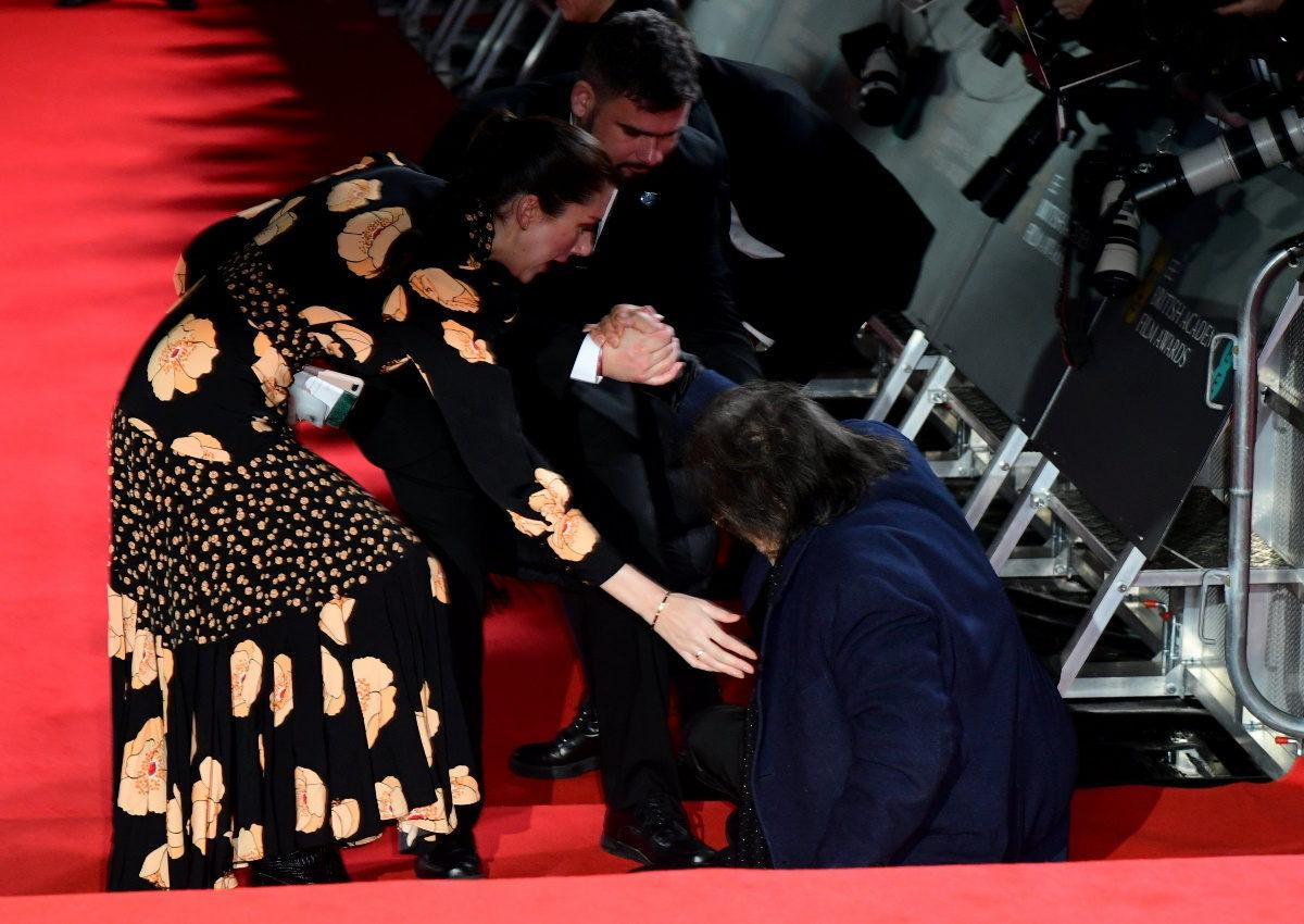 Bafta 2020: Ο Αλ Πατσίνο «έφαγε» τούμπα στο κόκκινο χαλί των βραβείων [pics] | tlife.gr