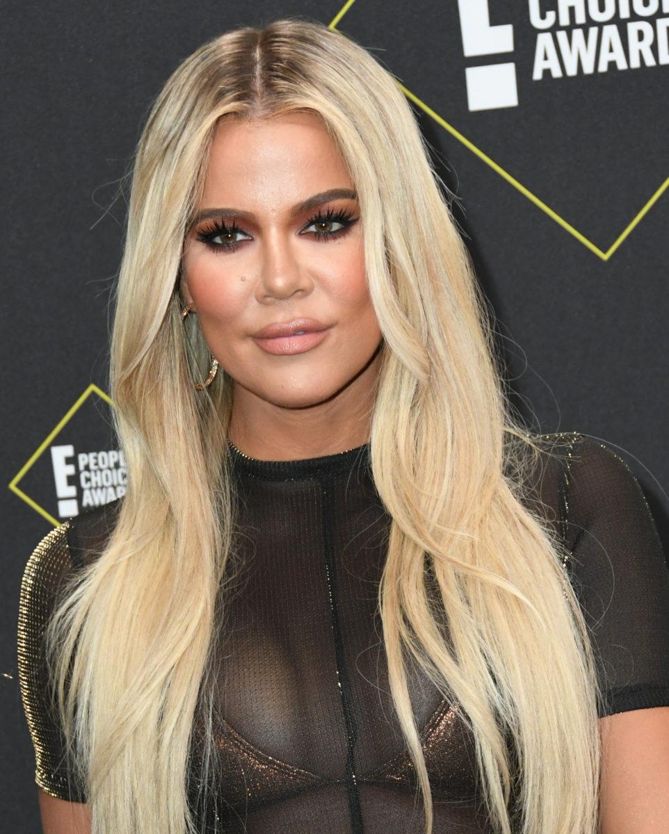 Η Khloe Kardashian έβαψε τα μαλλιά της καστανά και τα έκοψε καρέ! | tlife.gr