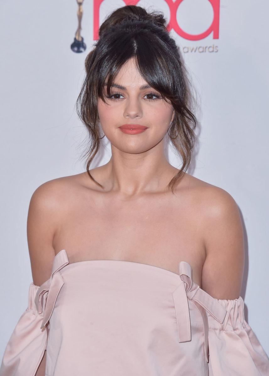 Η Selena Gomez μόλις απέκτησε καραμελί ανταύγειες!   tlife.gr