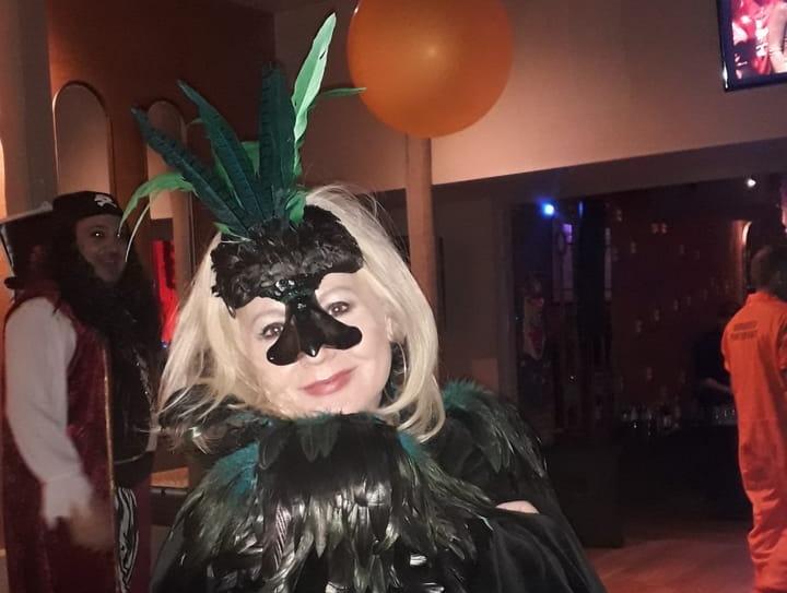 Αγγελική Νικολούλη: Διασκεδασε σε μασκέ πάρτι με εντυπωσιακή στολή! [pics]