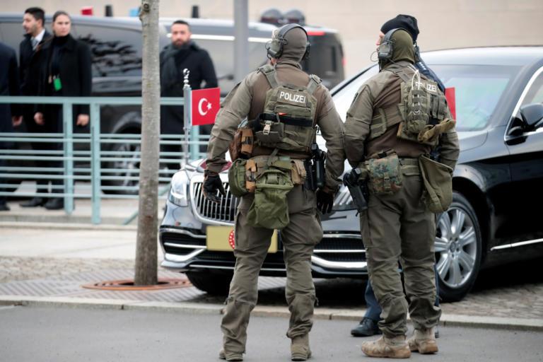 Συναγερμός για επίθεση με μαχαίρι στο Λονδίνο! Για αρκετούς τραυματίες κάνουν λόγο βρετανικά ΜΜΕ | tlife.gr
