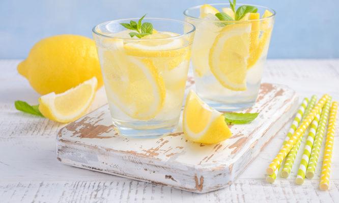 Νερό με λεμόνι: 6 μύθοι που πρέπει να ξεδιαλύνεις | tlife.gr