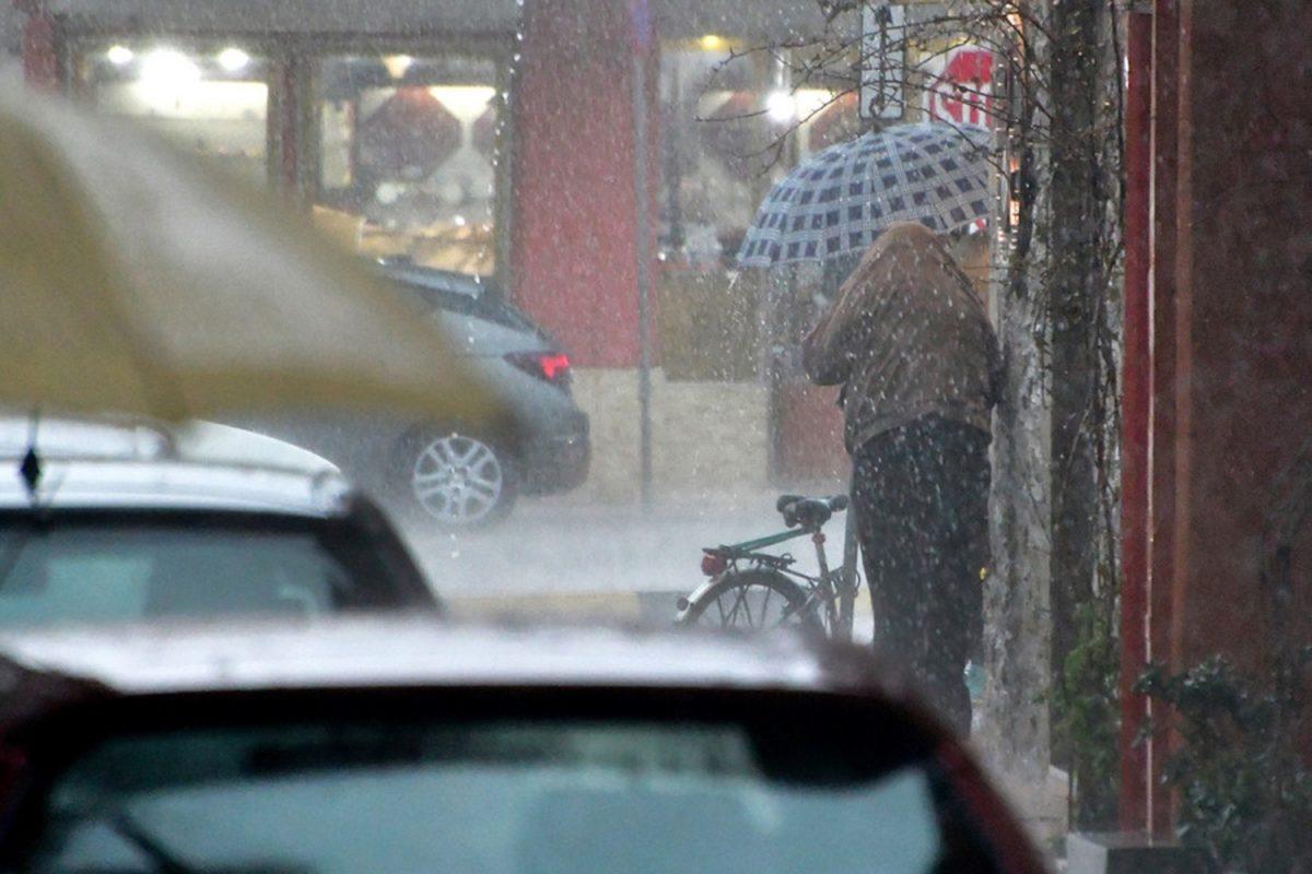 Καιρός αύριο: Βροχές, καταιγίδες και δυνατοί νοτιάδες | tlife.gr