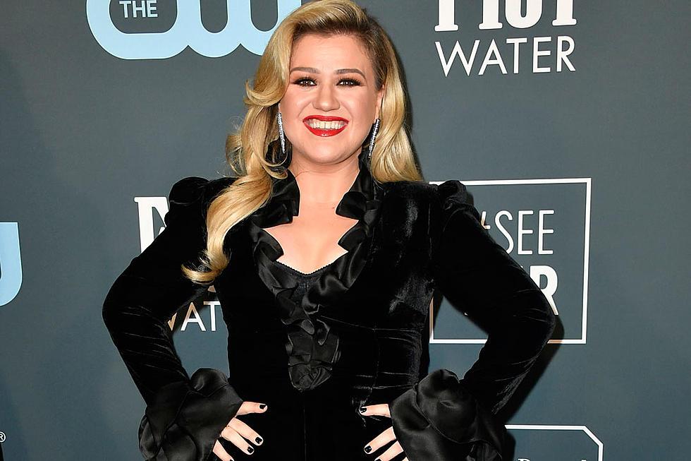 Η Kelly Clarkson για τρίτη χρονιά παρουσιάστρια της τελετής απονομής των Billboard Music Awards