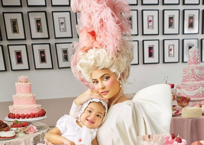 H Kylie Jenner μεταμορφώνεται σε Μαρία Αντουανέτα σε αυτό το editorial! | tlife.gr