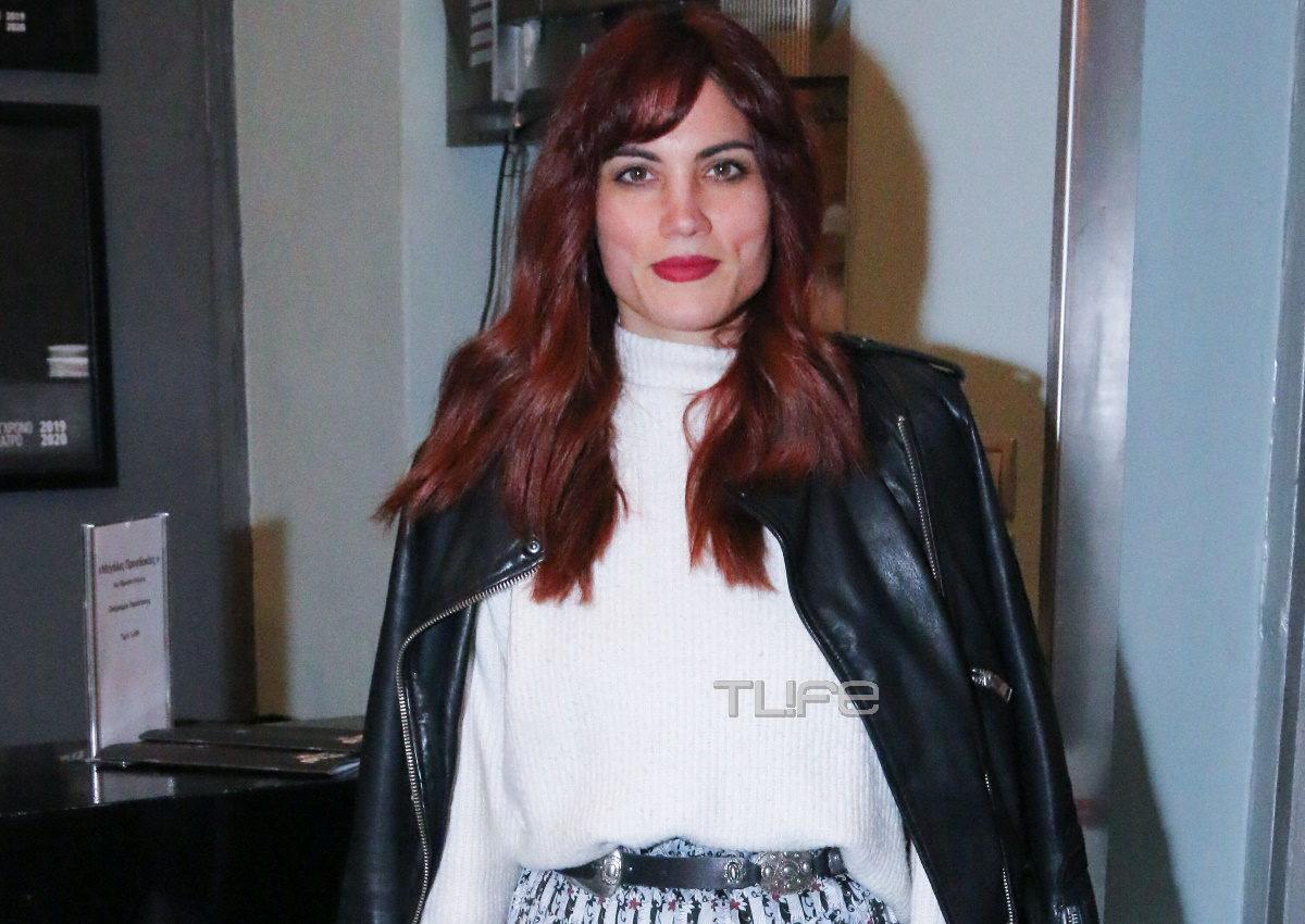 Μαίρη Συνατσάκη: Βραδινή έξοδος με στιλ σε θεατρική πρεμιέρα! Φωτογραφίες | tlife.gr