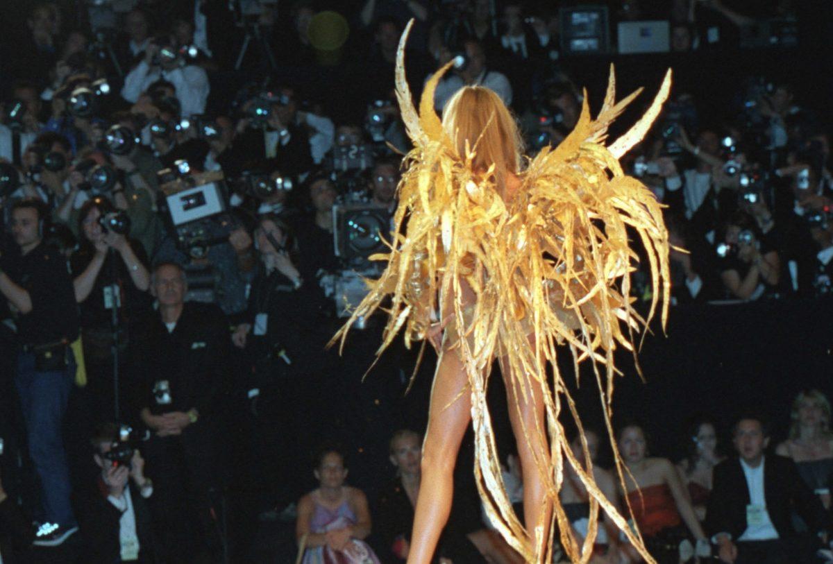 Οι «Άγγελοι» επιτίθενται στη «Victoria's Secret» | tlife.gr