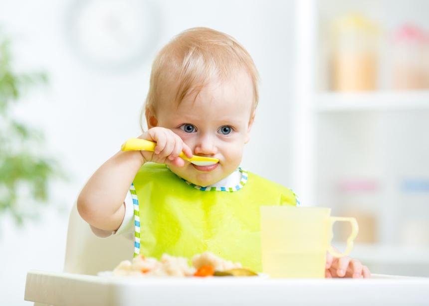 Πώς θα ξεκινήσεις να δίνεις στερεές τροφές στο μωρό σου; Ο παιδίατρος εξηγεί! | tlife.gr