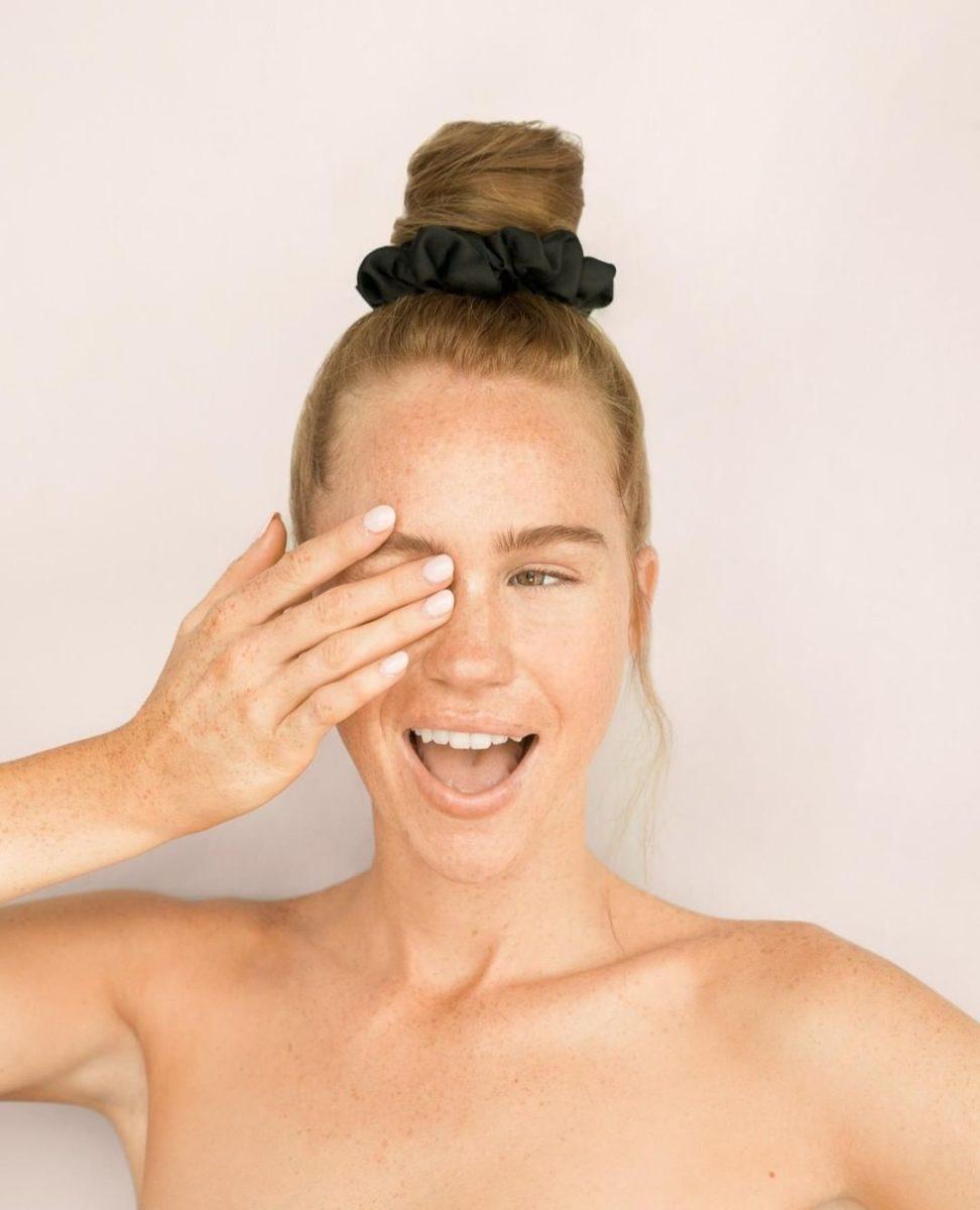 Το scrunchie σου είναι το τέλειο tip για να σηκωθείς με τα τέλεια κυματιστά μαλλιά! | tlife.gr
