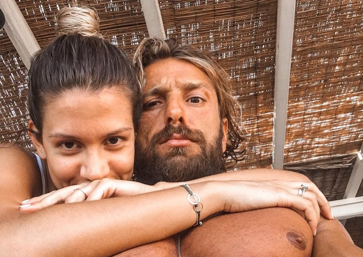 Γιάννης Μαρακάκης – Νίκη Θωμοπούλου: Βόλτα στη θάλασσα λίγο πριν γίνουν γονείς [pics]
