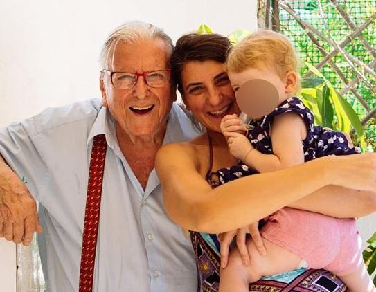 Κώστας Βουτσάς: Συγκινεί η κόρη του Νικολέτα με το αντίο στον μπαμπά της!   tlife.gr