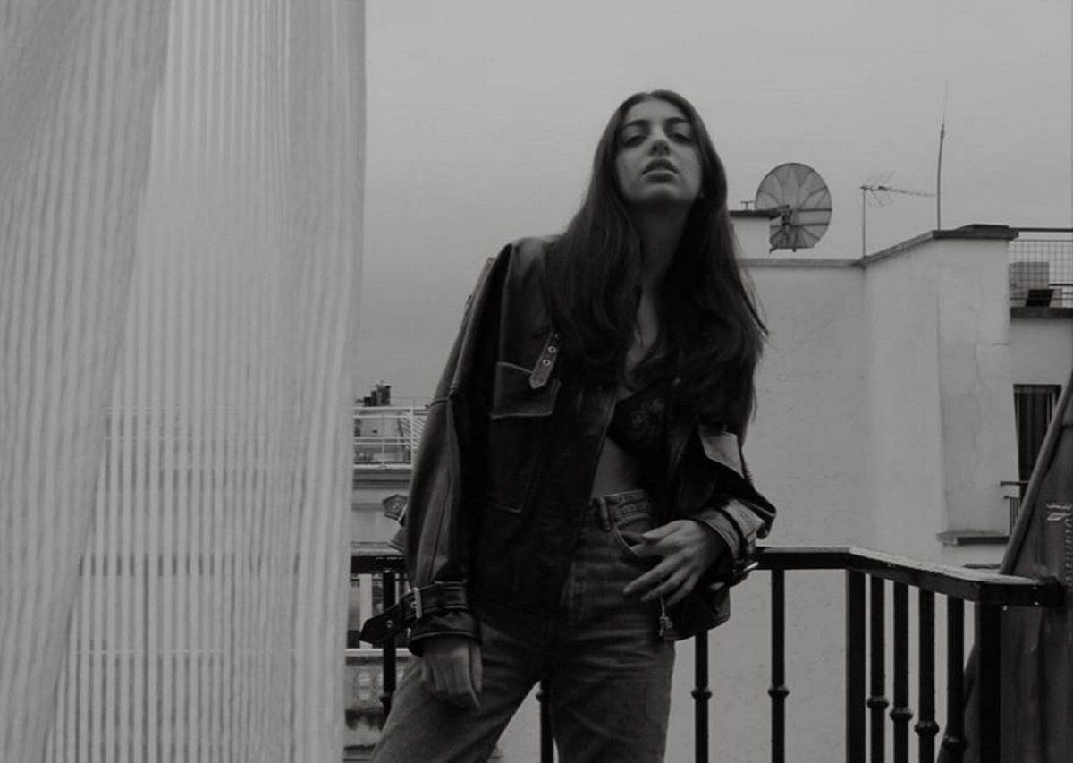Ειρήνη Καζαριάν: Ποζάρει τόπλες και «ρίχνει» το Instagram με τις πόζες της! [pics] | tlife.gr