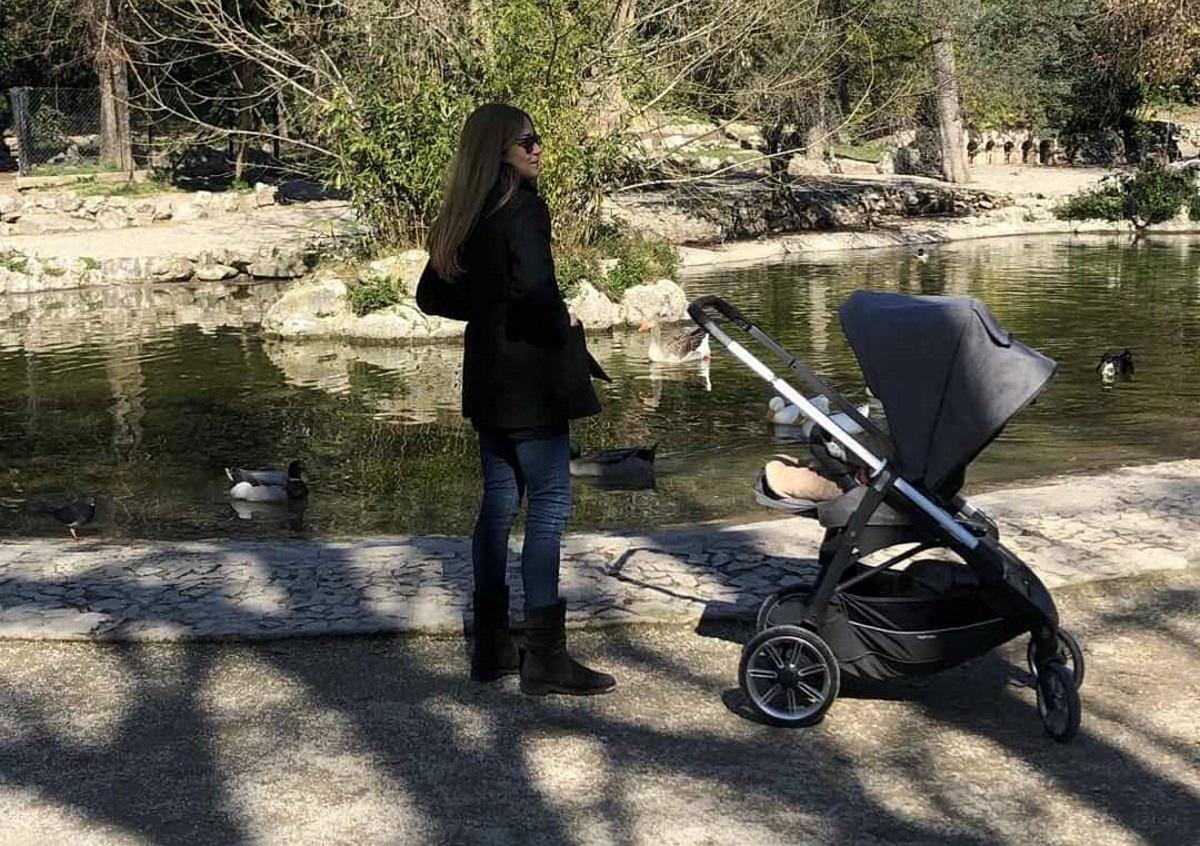Ιωάννα Παππά: Πρωινή βόλτα με τον γιο της στον Εθνικό Κήπο! [pics]